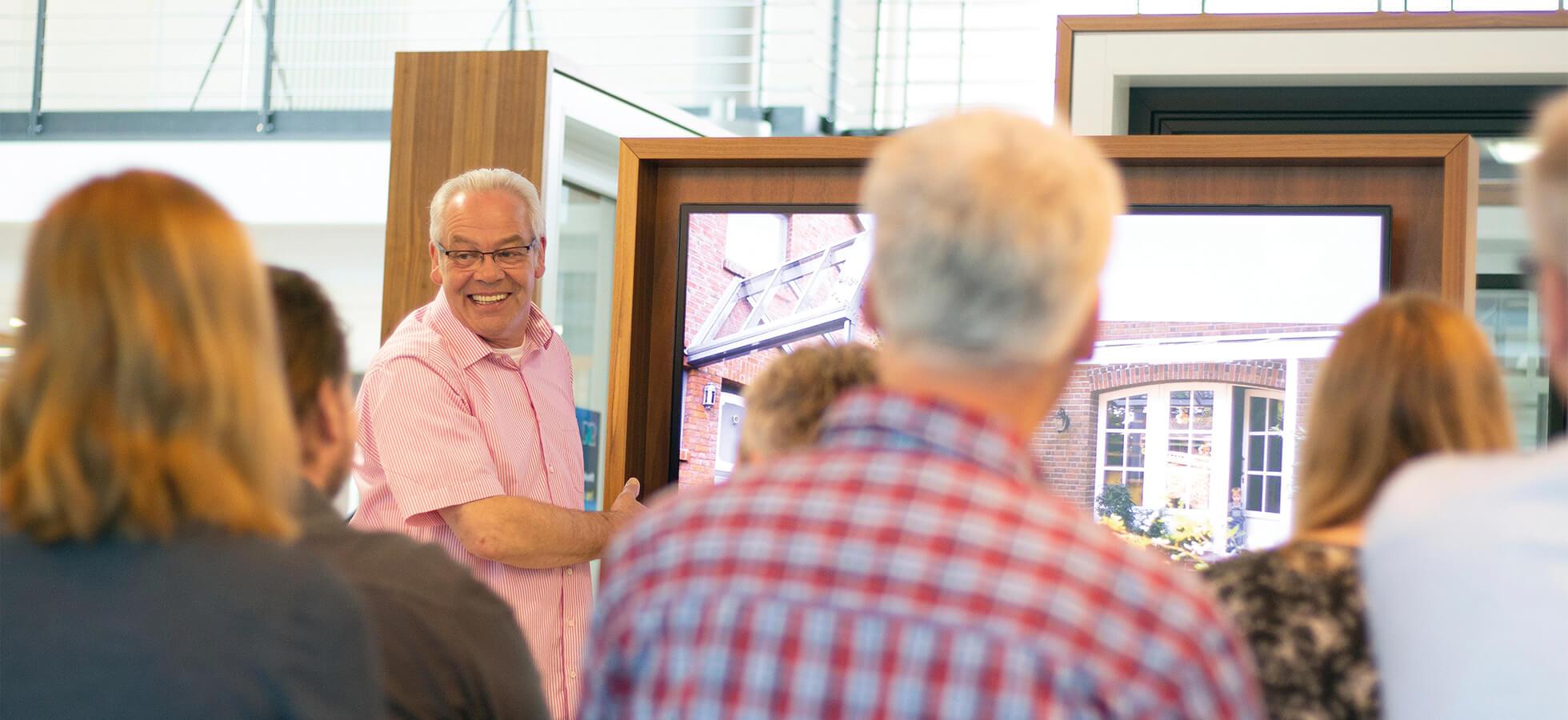 Das Bild zeigt Manfred Fischer vom KKP Soft-Ing.team bei der Präsentation zu der KKP Wintergarten und Terrassendach Software | Philosophie